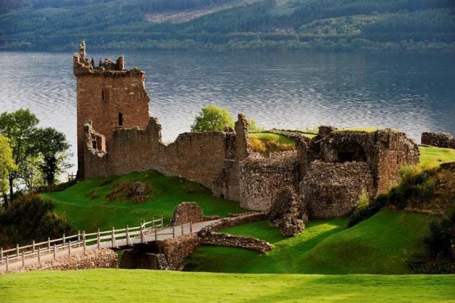 urquhart-castle-1.jpg